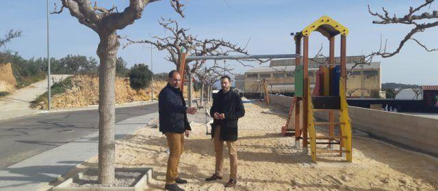 Ximo Huguet visita a Traiguera l'ampliació del parc infantil i la millora de les zones esportives sufragades per la Diputació