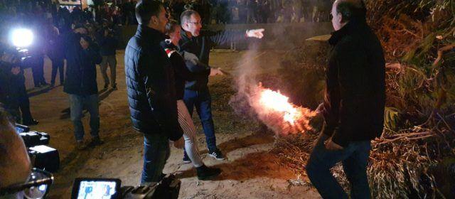 Vespra de Sant Antoni a Vinaròs amb les Camaraes i la foguerada