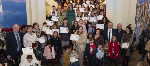 """Tres alumnes del col·legi Baix Maestrat de Vinaròs, premiats en el concurs  de targetes de Nadal """"Jesús Medrano"""""""