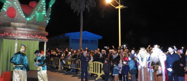 Milers de grans i menuts reben els Reis Mags a Vinaròs
