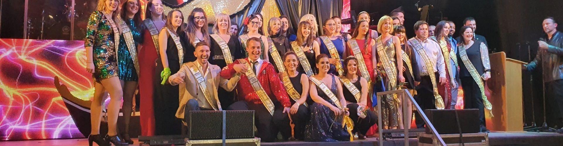 La imposició de bandes a reis i reines del Carnaval de Vinaròs, foto a foto