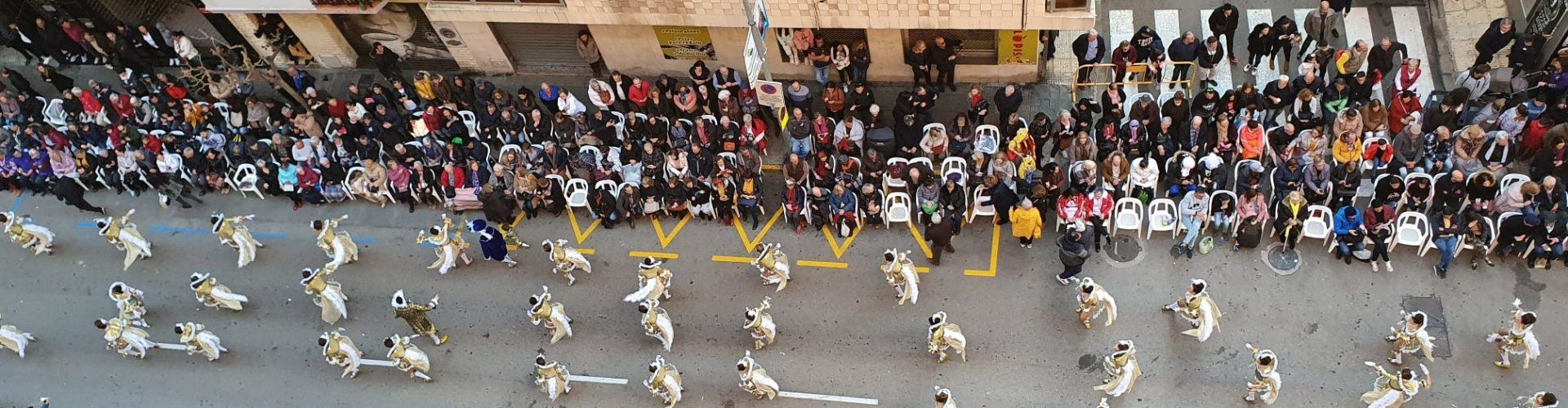 La primera desfilada del Carnaval de Vinaròs, en fotos