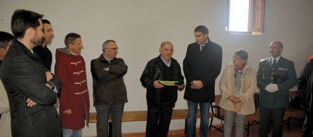 Els alcaldillos d'Ortells reben la Creu de Santa Llúcia a les festes de Sant Blai i Sant Antoni