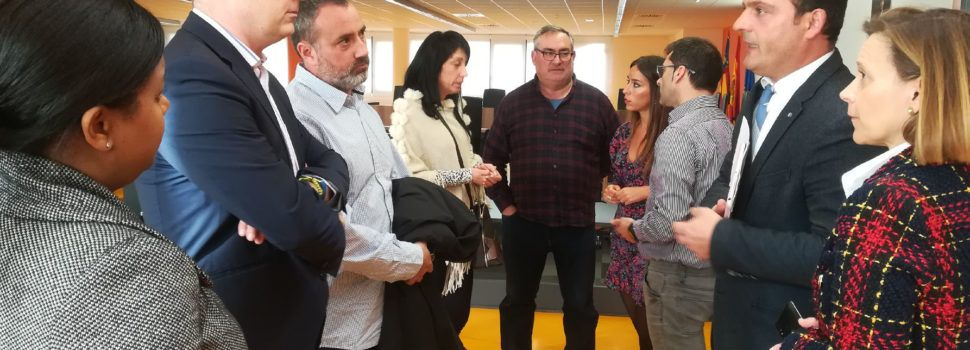 L'alcalde de Peníscola anuncia a l'empresariat turístic més inversió en promoció de la destinació per a l'arrancament de la campanya
