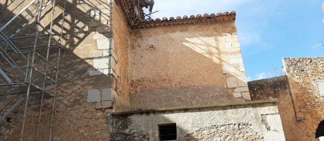 Restauran la capella de la comunió de l'església de Canet lo Roig