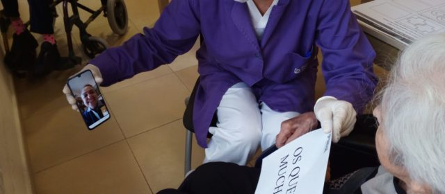 Els residents del Centre Geriàtric de Benicarló es comuniquen amb les famílies per videotrucades pel coronavirus
