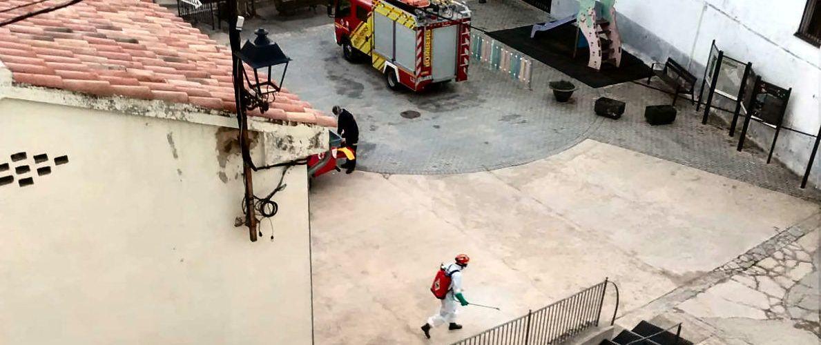 Els bombers desinfecten també Vallibona pel coronavirus