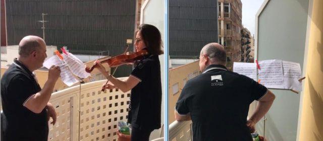 """""""La Alianza"""" de Vinaròs, contra el coronavirus des del balcó"""