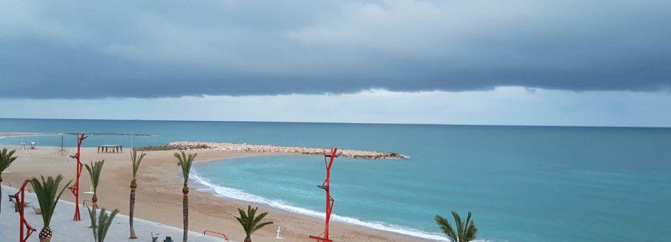 """Nuvolada sobre la mar, """"anunciant"""" la nova DANA a Vinaròs"""