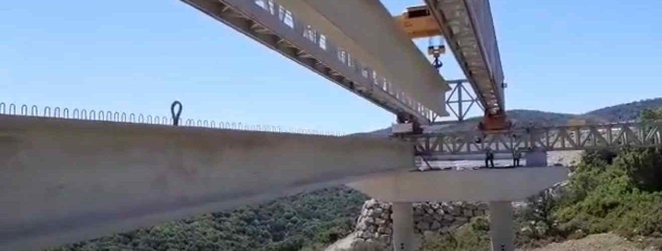 Vídeos: construcció del viaducte del port de Querol a la N-232, terme de Morella