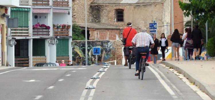 Un centenar de vecinos de Vinaròs protestan por el cambio de movilidad de la zona sur