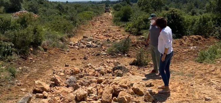 Reprenen la reparació de camins rurals de Canet lo Roig
