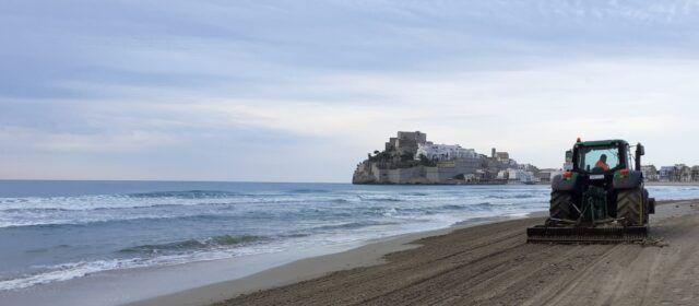 Peñíscola ha destinado 2500 horas a la limpieza y desinfección de sus playas este julio