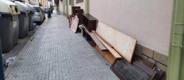 Fotos: acumulació de deixalles al carrer a Vinaròs