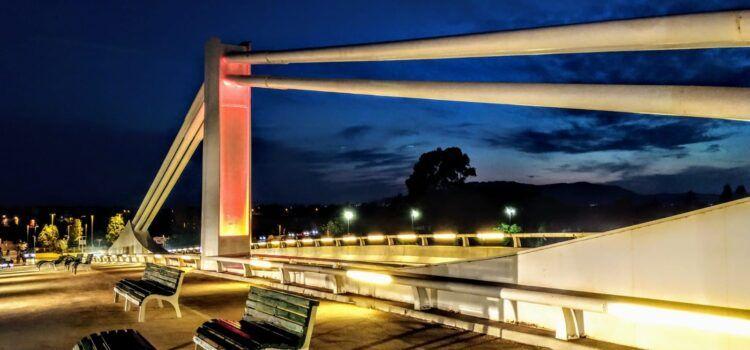 Fotos: nova il·luminació per al pont Lo Passador pels seus 10 anys