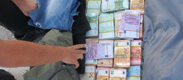 La Guardia Civil interviene 1.375.740 euros de dudosa procedencia, ocultos en un vehículo en la AP7