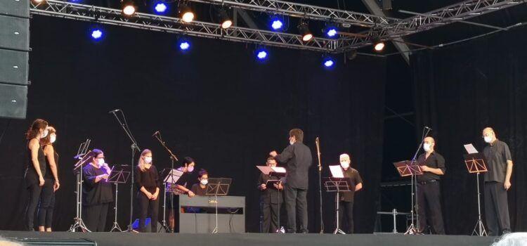 Fotos i vídeo: La coral juvenil Sant Sebastià al Vinaròs Arena