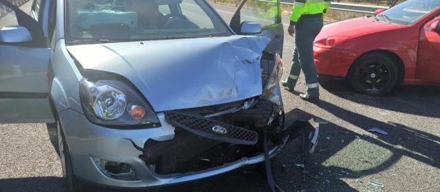 Conductora herida en un choque entre dos turismos en la variante de la N-340 en Vinaròs