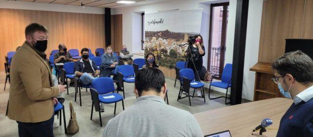 El Ayuntamiento presenta a los vecinos de Sant Jordi el proyecto del huerto solar más importante de la provincia