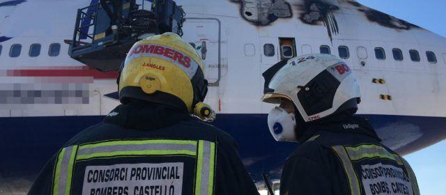 Vídeo y fotos: incendio en el aeropuerto de Castelló