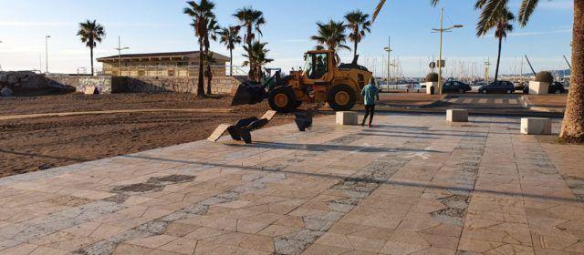 Fotos: manteniment de platges a Vinaròs