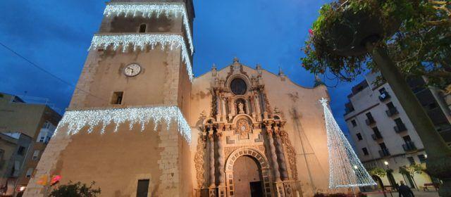 Vinaròs mantiene luces navideñas para revitalizar el comercio