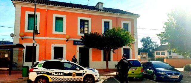 Policia Local i Guàrdia Civil recuperen la documentació i diners en efectiu d'un robatori en un taller de vehicles d'Alcalà de Xivert