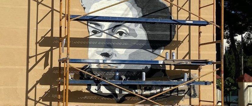 Mural a l'escola d'Ulldecona dedicat a la primera dona matriculada en Medicina a Barcelona, filla d'una ulldeconenca