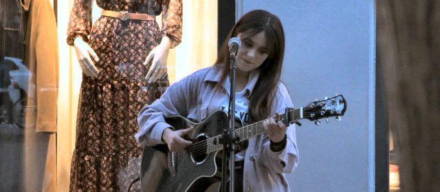 """""""Les teues ales"""" primer àlbum musical d'Esther Querol, de Vinaròs, impulsat per una campanya de micromecenatge"""
