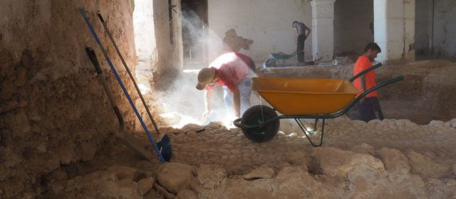 Més troballes de la història de Vinaròs a la Cotxera de Batet, com nous trams de la muralla i restes de projectils del XVII (I)