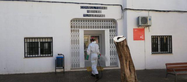 Bombers i Ajuntament desinfecten els establiments locals i edificis municipals de Càlig