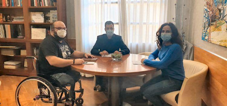 COCEMFE Maestrat solicita al Ayuntamiento de Vinaròs la modificación de la ordenanza de accesibilidad