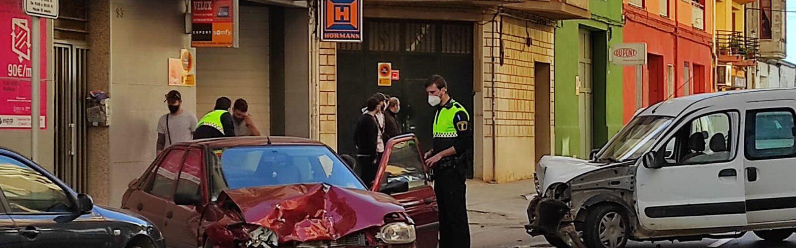 Accidente sin heridos en la calle Alcalà de Xivert de Benicarló