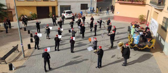 Concertet nadalenc de la banda de Canet pels carrers del poble