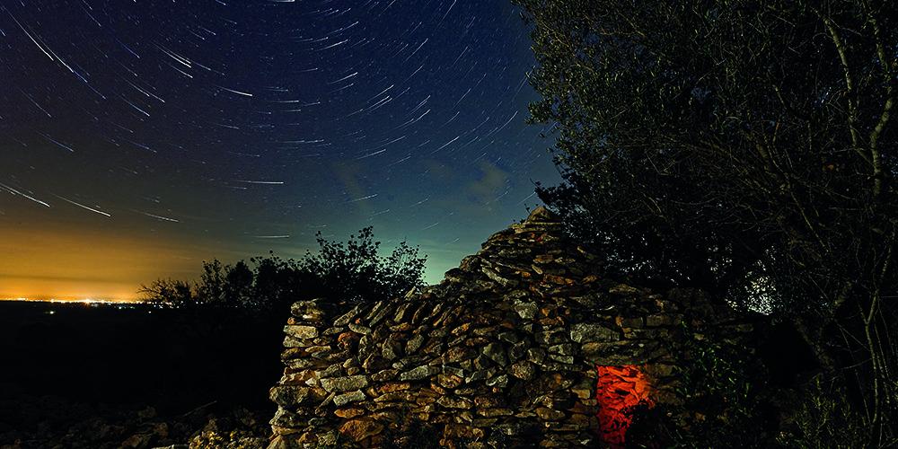 El calendari de Caixa Benicarló s'ompli amb fotos nocturnes de Benicarló, Peníscola, Càlig i Cervera de Lluís Ibáñez