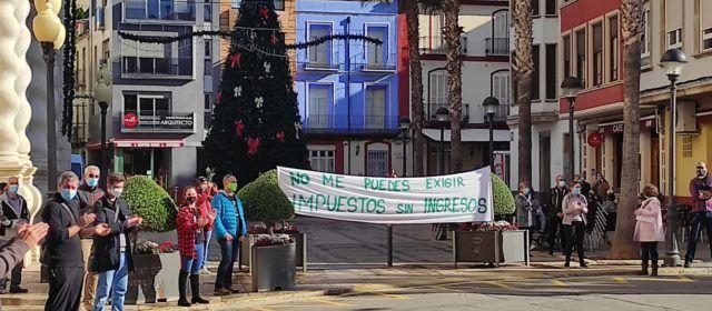 Los restauradores de Benicarló se manifiestan pidiendo bajada de impuestos por las restricciones a causa de la pandemia