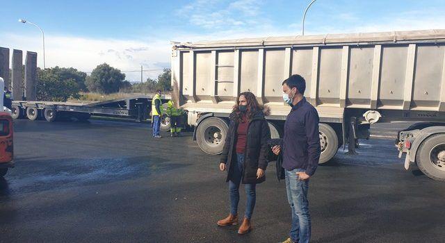 L'Ajuntament de Vinaròs millora l'asfalt de la plaça Salines A