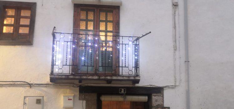 Llums nadalenques als balcons de Vallibona