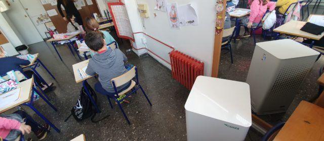 Fotos: purificadors d'aire per als centres educatius
