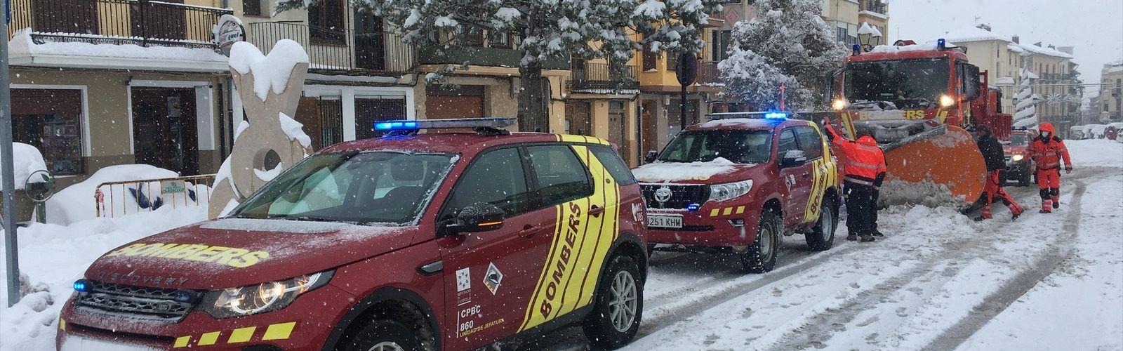 Tarde de sábado también con intenso trabajo de los bomberos por las nevadas
