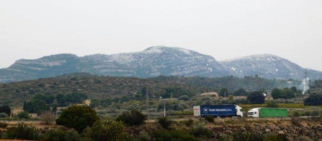 Fotos: la neu al port del Caro i la serra del Montsià