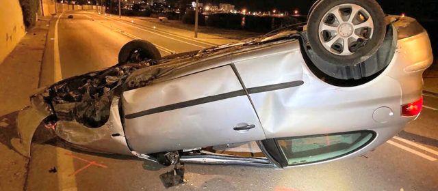 Bolca un cotxe a la carretera de la costa sud de Vinaròs