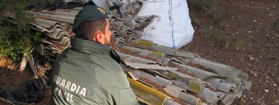 La Guardia Civil localiza un depósito ilegal de más de 6.000 kilos de uralita que contenía amianto
