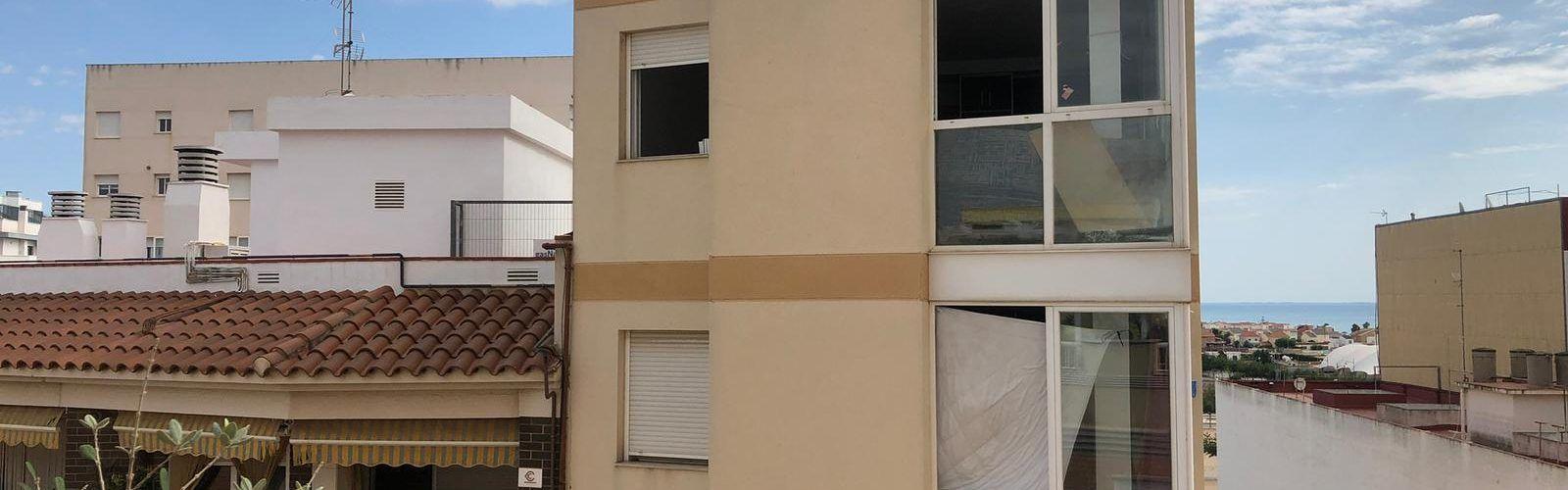 Recogida de firmas para protestar por el estado de un edificio abandonado en Vinaròs