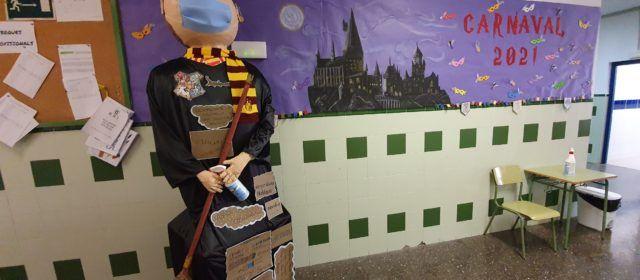 """Harry Potter """"es disfressa"""" de Rei Carnestoles al col·legi Assumpció"""