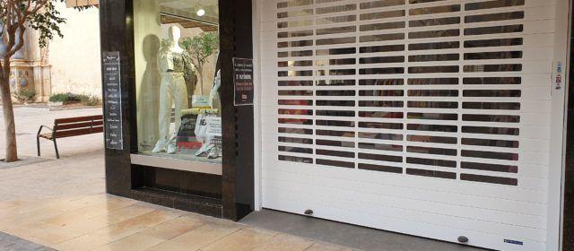 Vídeo i fotos: tancament de comerços a Vinaròs
