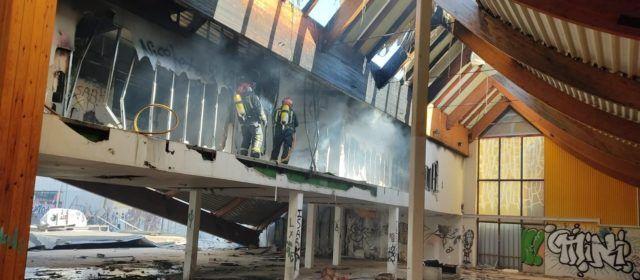 Fotos: incendio en un antiguo hipermercado de Vinaròs