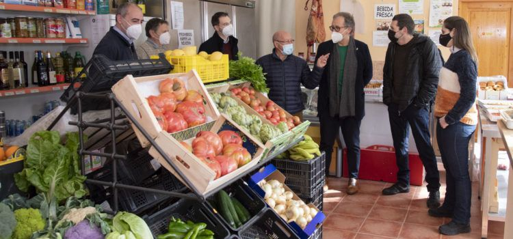 José Martí visita les botigues de Villores i Vallibona, les dues renovades per la Diputació Provincial
