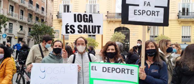 Representación de Vinaròs en la manifestación en Valencia de los centros deportivos