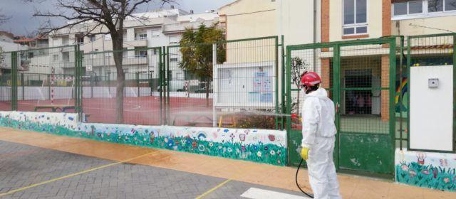 L'Ajuntament de Càlig continua desinfectant periòdicament espais públics i contenidors
